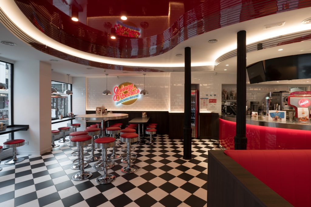 Interior de Johnny Rockets.